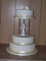 Circular wedding cake with figures